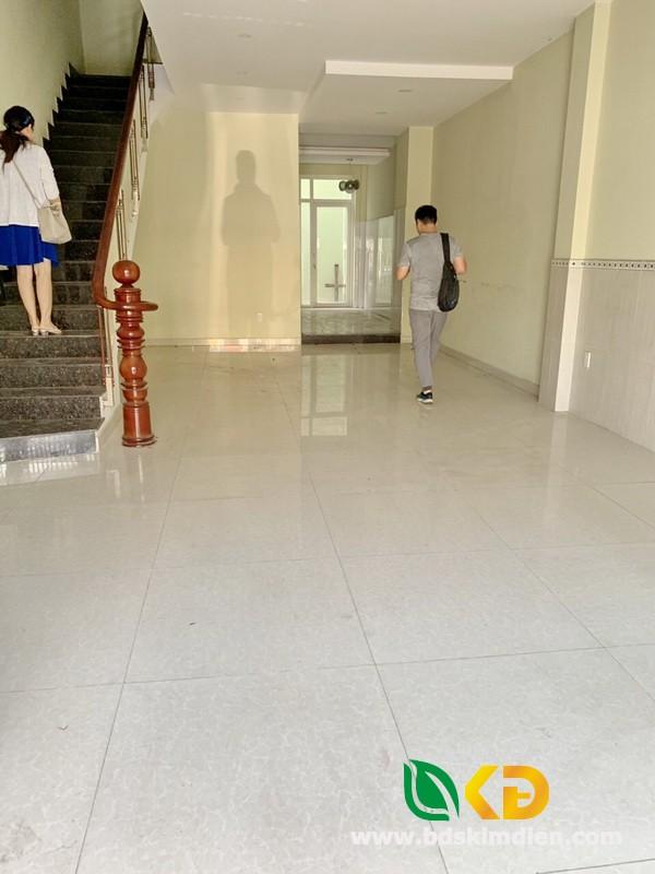 Cho thuê nhà nguyên căn 2 lầu mặt tiền đường ngay chợ Phú Thuận Quận 7