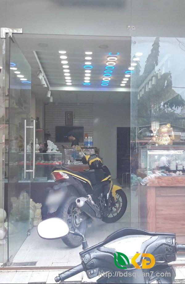 Bán nhà (nở hậu) mặt tiền Lê Văn Lương Quận 7 (có 4 phòng trọ)