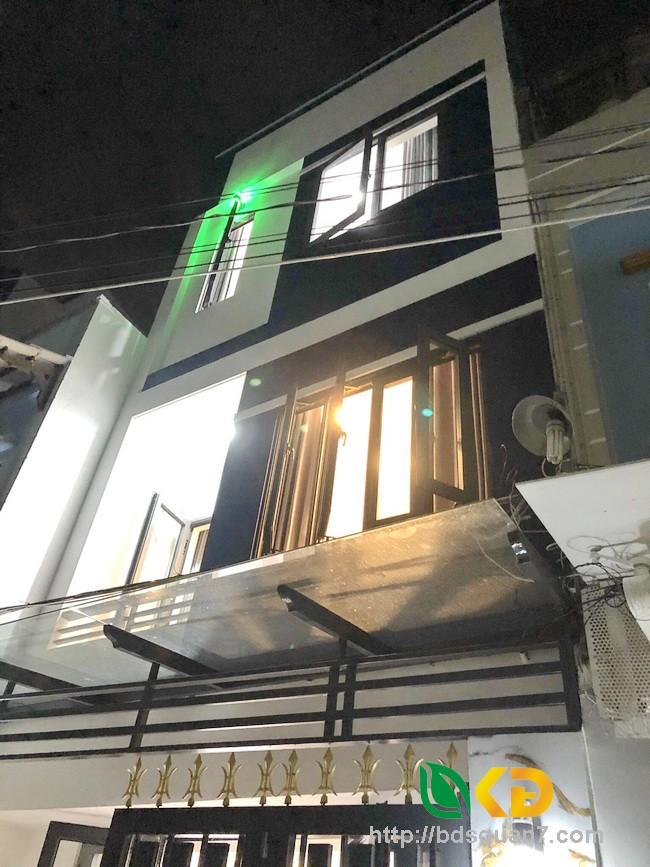 Bán nhà phố 2 lầu HXH đường Phú Thuận Quận 7.